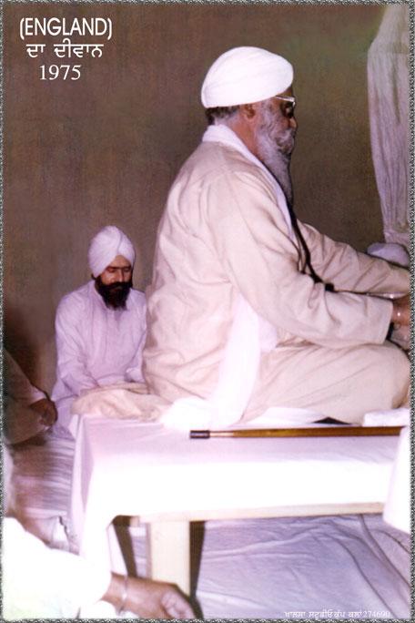 Sant Ishwer Singh Ji & his Gurmukh Sant Bhagwan Singh Ji at Guru's Charan.
